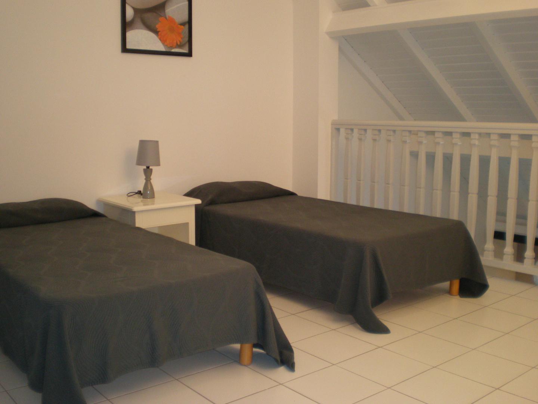 Location appartement de standing guadeloupe savannah for Chambre 13 album